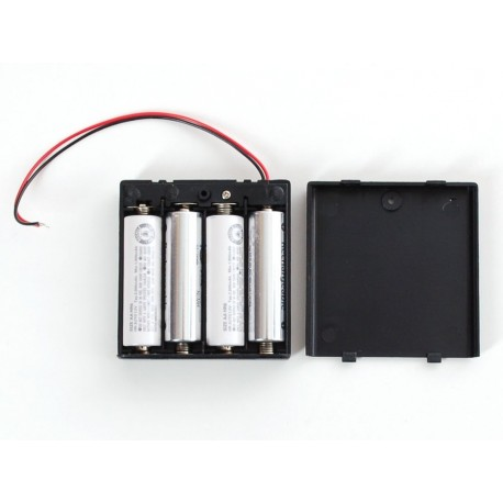 4xAA battery holder with lid and button